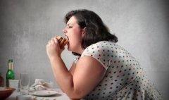 吃得太多 当心引发胃